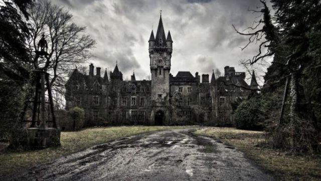 Величественный и заброшенный замок Миранда