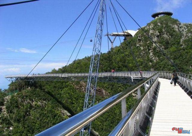 """""""Воздушный"""" мост в Малайзии"""