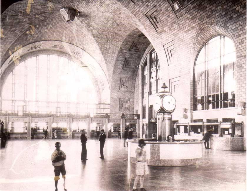 Почти самый большой заброшенный вокзал в мире