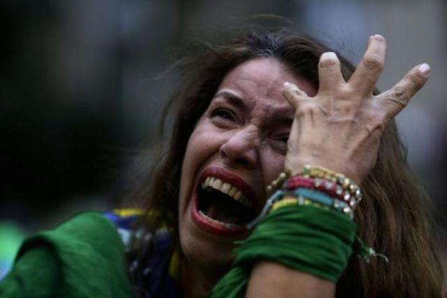 Эмоции бразильских футбольных фанатов