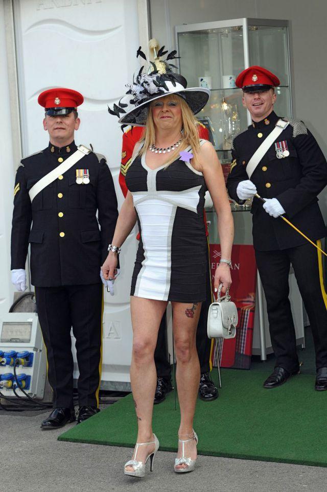"""Британские """"леди"""" на знаменитых скачках 2013"""
