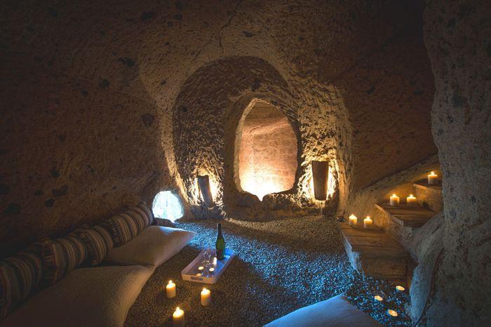 Дом с пещерами