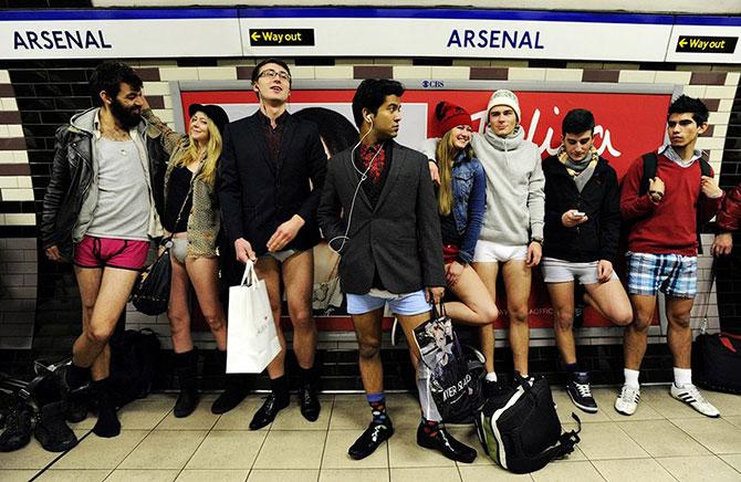 В метро без штанов 2013