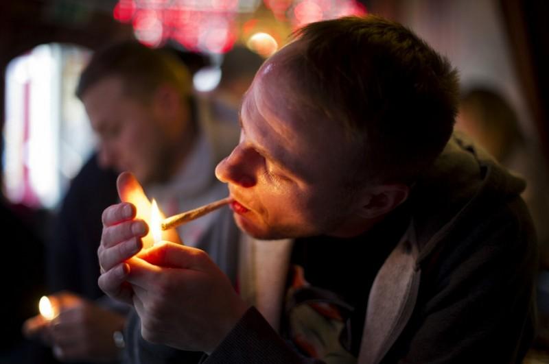 Туристам Амстердама вернули право на каннабис